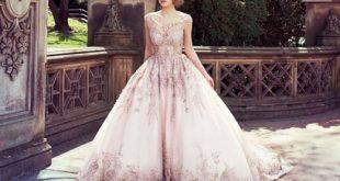 Mẫu váy cưới màu sắc độc đáo trong mùa cưới năm nay